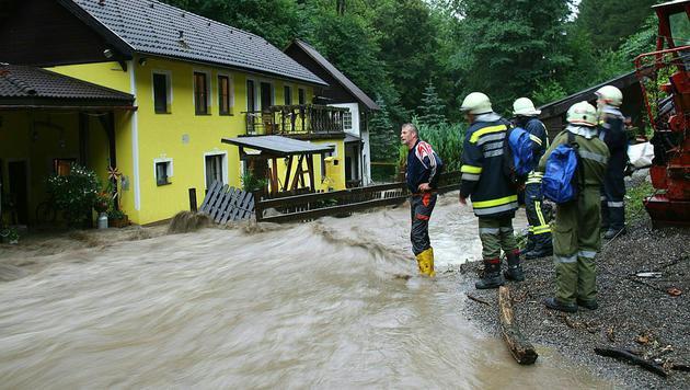 Kaumberg im Bezirk Lilienfeld in Niederösterreich (Bild: APA/BFKDO LILIENFELD/FF KAUMBERG)
