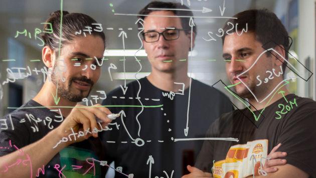 Marco Furchi, Thomas Müller und Andreas Pospischil vom Institut für Photonik der TU Wien (Bild: TU Wien)