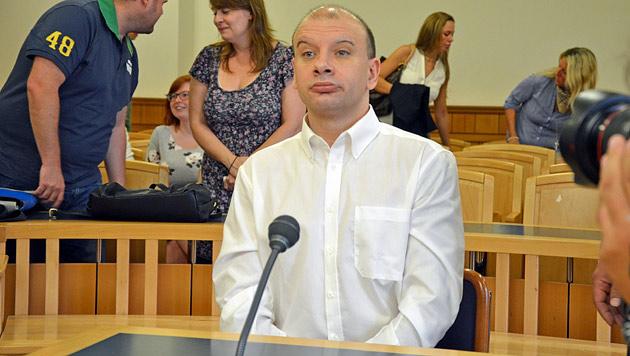 Der 42-jährige Angeklagte im Gerichtssaal (Bild: Martin A. Jöchl)