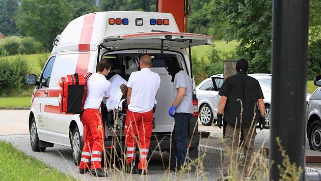 Der Verdächtige wurde mit dem Rettungswagen weggebracht. (Bild: Helmut Klein)