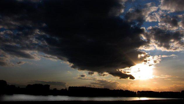 Am Wochenende wird es heiß, einige Gewitter werden übers Land ziehen. (Bild: dpa/Martin Gerten)