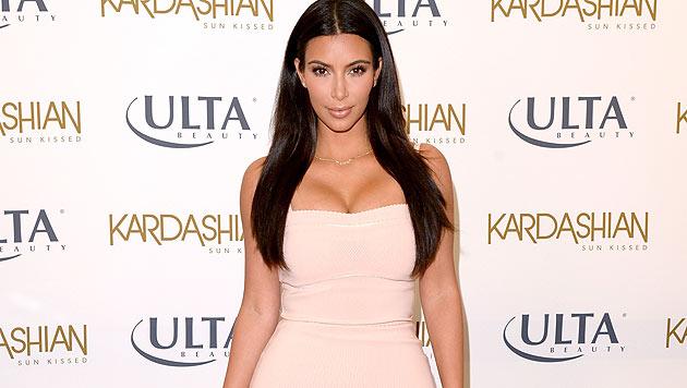 Kim Kardashian zeigt bei einem Auftritt ihr tolles Dekolletee. (Bild: AFP/Jason Merritt)
