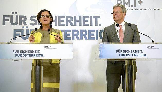 Innenministerin Johanna Mikl-Leitner und Kärntens Landeshauptmann Peter Kaiser (Bild: APA/HANS KLAUS TECHT)