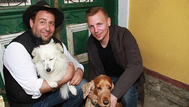 Emanuel Wenk und Andreas Paveu hoffen auf ein baldiges Ende der Wanderschaft. (Bild: Josef Fürbass)