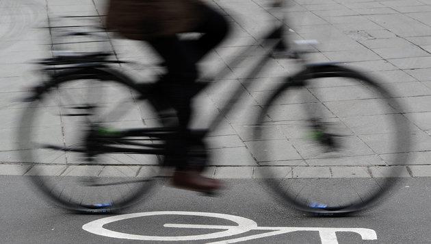 Radfahrerin verursacht mit drei Promille Unfall (Bild: dpa/Daniel Bockwoldt (Symbolbild))