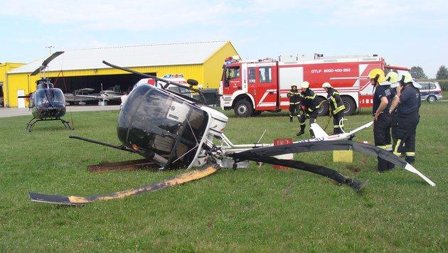 Bei der harten Landung wurde ein Insasse leicht verletzt. (Bild: APA/NÖLFK/RESPERGER)