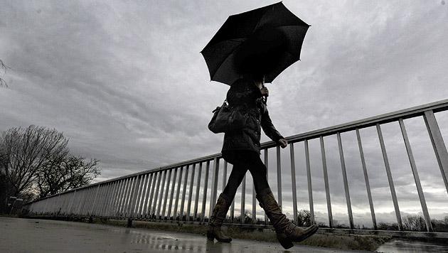 Kaltfront bringt zum Wochenstart Wolken und Regen (Bild: dpa/Peter Steffen)