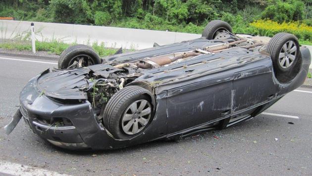 Der Lenker dieses Wagens hatte Glück im Unglück: Er blieb unverletzt. (Bild: Einsatzdoku.at)