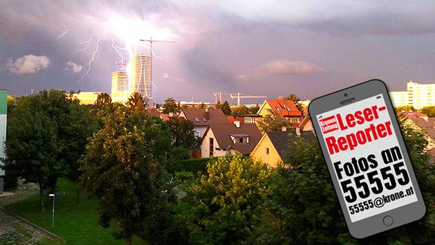 Blitzschlag über der Donaustadt - Gerhard Eder drückte genau im richtigen Moment ab. (Bild: krone.at-Grafik, Leserreporter Gerhard Eder)