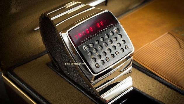Erste Taschenrechner-Uhr der Welt wird verkauft (Bild: ebay.com/led-forever)