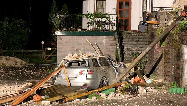 Fels in Obertraun auf Haus gestürzt: Frau verletzt (Bild: APA/SALZI.AT/PHILIPP WIATSCHKA)