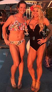 Jessica Simpson posiert im Juli 2014 mit einer Freundin - sie ist stolz auf ihren trainierten Body.