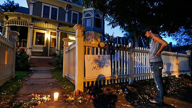 Blumen und Kerzen im Gedenken an den Schauspieler (Bild: AP)