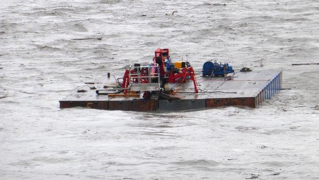 Die Plattform trieb mit ca. 15 km/h stomabwärts. (Bild: APA/POLIZEI SG)