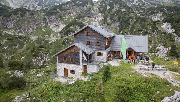 Eine Luftaufnahme der Laufener Hütte, die als Zwischenstützpunkt eingerichtet wurde (Bild: APA/NEUMAYR/MMV)