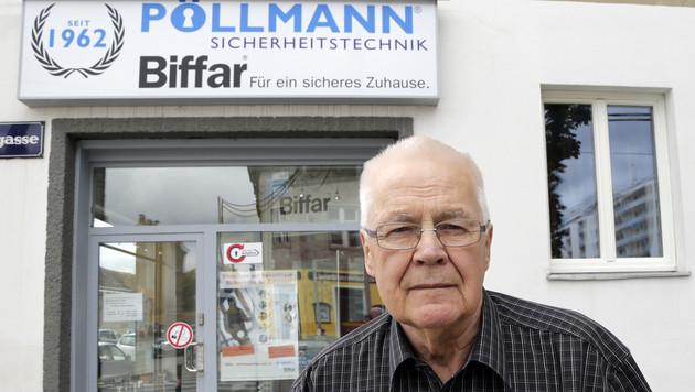 Manfred Pöllmann (71) vor seinem Geschäft in der Krausegasse (Bild: Klemens Groh)