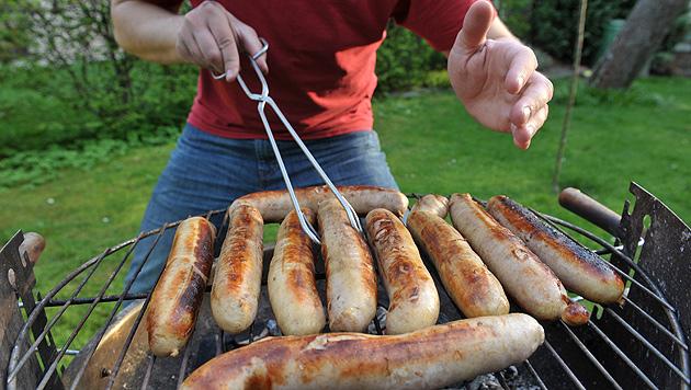 Grillen ist in Österreich Männersache (Bild: dpa/Hendrik Schmidt)