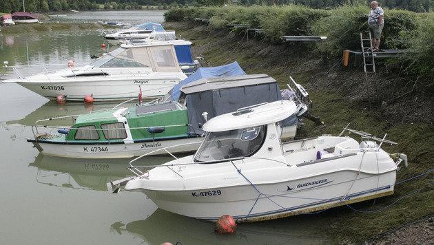 In der Marina lagen die Boote plötzlich am Trockenen. (Bild: Klaus Kreuzer)