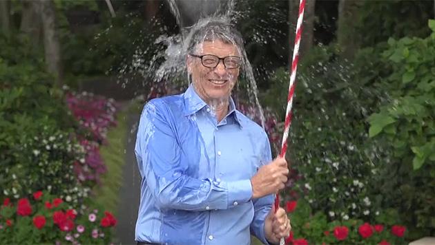"""Auch Bill Gates machte bei der """"Ice Bucket Challenge"""" mit. (Bild: Screenshot Facebook)"""