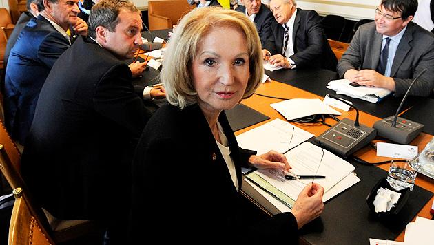 """Gertrude Aubauer während einer Sitzung der Enquete-Kommission """"Würde am Ende des Lebens"""" (Bild: APA/HERBERT PFARRHOFER)"""