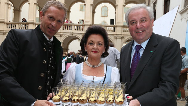 Graz-Tourismus-Boss Hardt-Stremayr (li.),  Waltraud Hutter und Landes-Vize Hermann Schützenhöfer (Bild: Jürgen Radspieler)