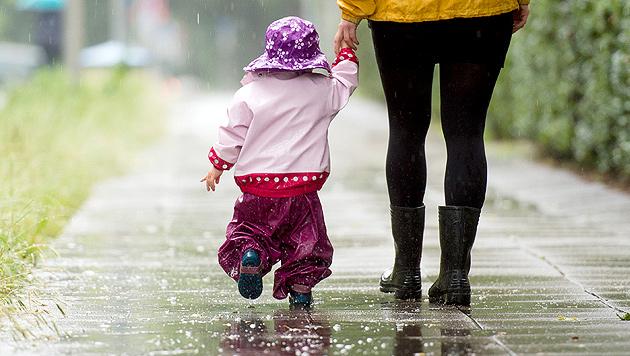 Kaltfront: Der Sommer macht weiterhin Pause (Bild: APA/dpa)