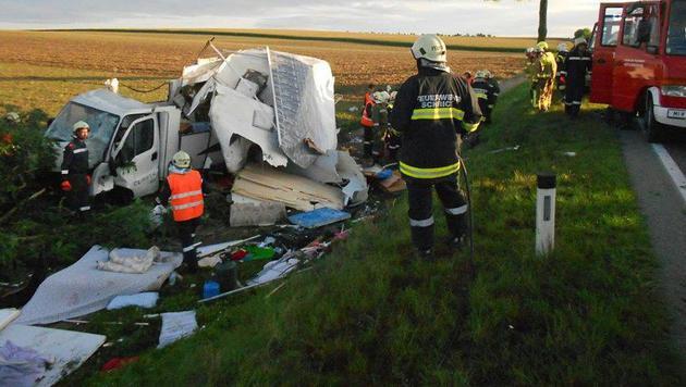 NÖ: Sieben Verletzte bei Unfall mit Wohnmobil (Bild: APA/FF MISTELBACH)