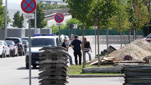 Die Polizei sperrte das Gebiet großräumig ab. (Bild: ANDI SCHIEL)