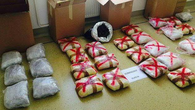 32 Kilogramm Marihuana wurden bei der Wohnungsdurchsuchung sichergestellt. (Bild: APA/LPD Wien)