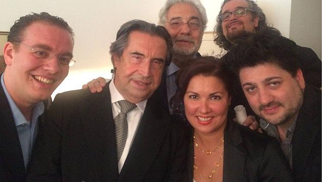 Francesco Meli, Riccardo Muti, Placido Domingo, Anna Netrebko, Riccardo Zannellato und Yusif Eyvazov (Bild: facebook.com/annanetrebko)