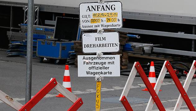 """Vor der Staatsoper laufen die Vorbereitungen zum """"Mission Impossible""""-Dreh in Wien. (Bild: Zwefo)"""