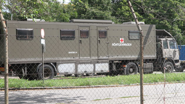 Unter den ausrangierten Fahrzeugen befindet sich auch ein wertvoller Röntgenwagen. (Bild: ANDI SCHIEL)