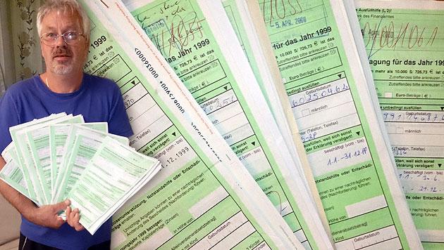 Lkw-Fahrer findet Unmengen an Steuer-Akten im Müll (Bild: privat)