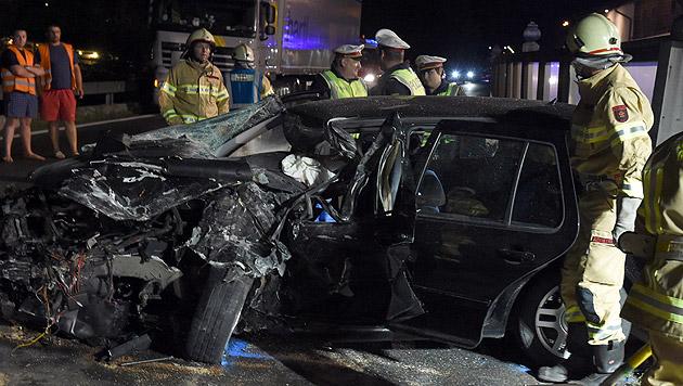 Das Auto der Frau wurde bei dem Unfall völlig zerstört. (Bild: APA/dpa)