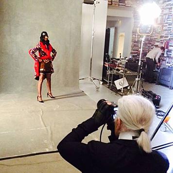 Große Ehre für Conchita Wurst: Sie durfte vor der Linse von Karl Lagerfeld posieren. (Bild: facebook.com/ConchitaWurst)