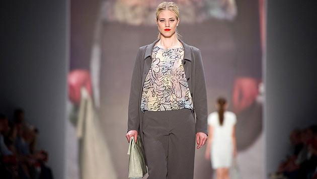 Larissa Marolt am Laufsteg für das Modelabel Minx by Eva Lutz auf der Fashion Week in Berlin (Bild: EPA/DANIEL NAUPOLD)