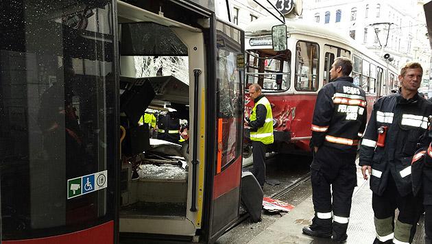 """Der Auffahrunfall forderte drei Verletzte. (Bild: """"Krone""""-Leserreporter Wolfgang Neuhofer)"""