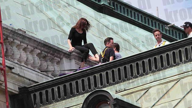 """Tom Cruise probt mit seiner Crew am Dach der Wiener Staatsoper für den """"Mission: Impossible 5""""-Dreh. (Bild: Alexander Tuma/Starpix)"""