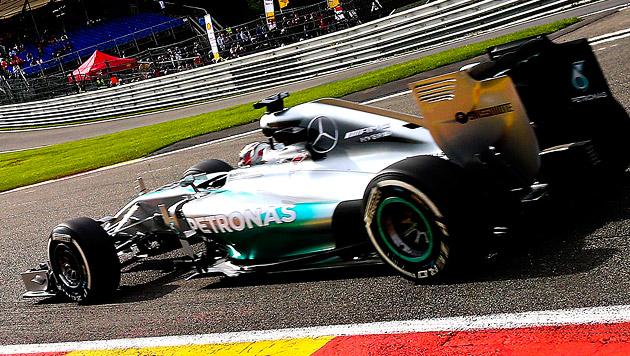 Hamilton holt in Spa Freitags-Bestzeit vor Rosberg (Bild: APA/EPA/SRDJAN SUKI)
