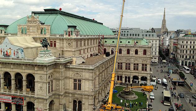 krone.at-Leserreporterinnen Kerstin, Barbara und Conny haben die Oper immer im Blick. (Bild: krone.at-Leserreporter)
