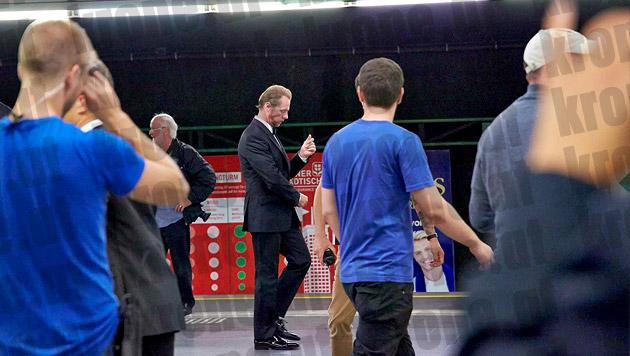 Simon Pegg am Bahnsteig am Schottenring. (Bild: Alexander Tuma/Starpix)