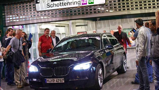 In diesem BMW lässt Superstar Cruise sich durch Wien chauffieren. (Bild: Alexander Tuma/Starpix)