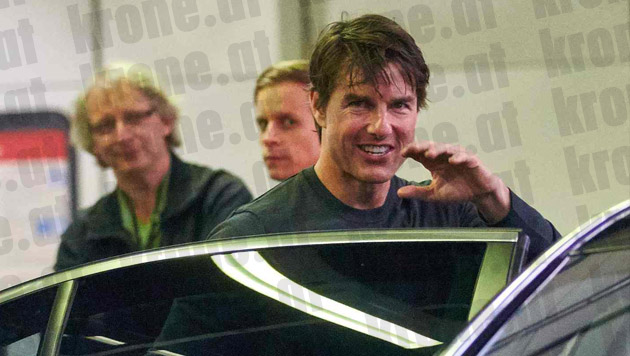 Tom Cruise winkt seinen Fans. (Bild: Alexander Tuma/Starpix)