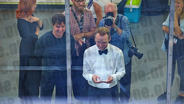 """Tom Cruise und Simon Pegg beim """"Mission: Impossible 5""""-Dreh in der Wiener U-Bahn (Bild: Alexander Tuma/Starpix)"""