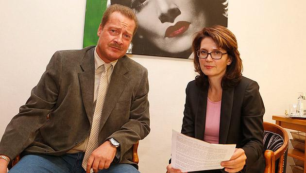 Anwältin Astrid Wagner zieht mit Alfred Warchol gegen seine junge Kollegin vor Gericht. (Bild: Zwefo)