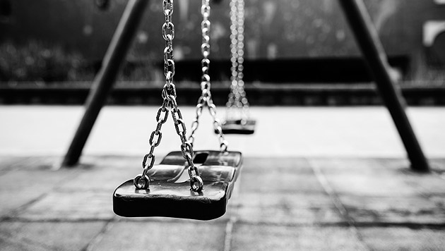Neben Spielplatz onaniert: Syrer (25) festgenommen (Bild: thinkstockphotos.de)