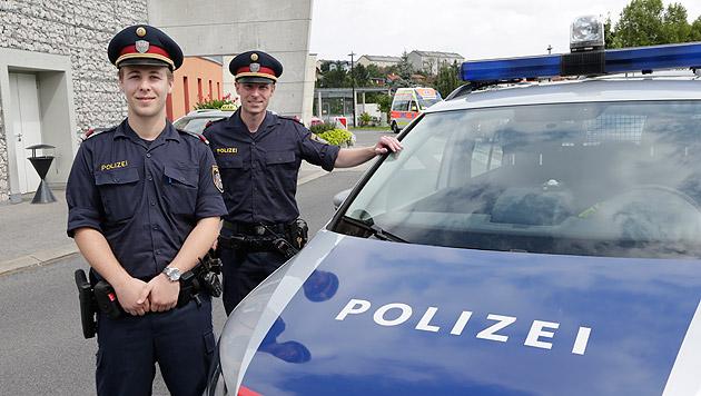 Mit einem derart überraschenden Ende des Einsatzes haben die beiden Polizisten wohl nicht gerechnet. (Bild: Klemens Groh)