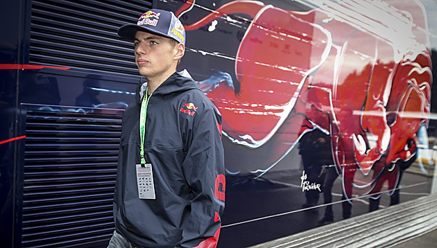 Wirbel um Formel-1-Job für 16-jährigen Verstappen (Bild: APA/EPA/OLIVIER HOSLET)