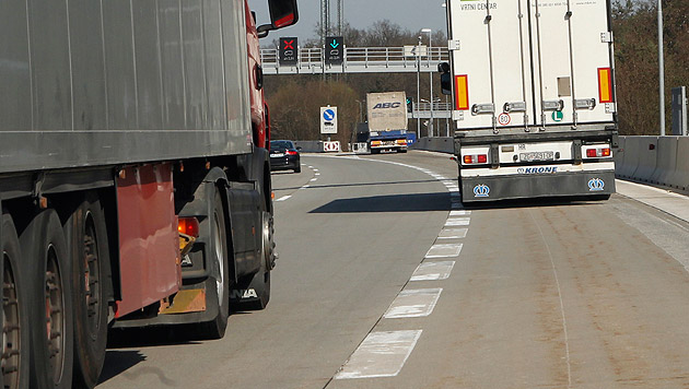 Engstelle: Immer mehr Lkw donnern über Autobahnen (Bild: Sepp Pail (Symbolbild))