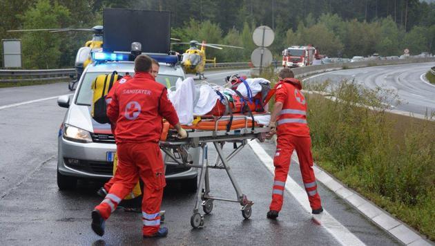Kleinbus überschlug sich - Mutter und Kind (9) tot (Bild: APA/EINSATZDOKU.AT)